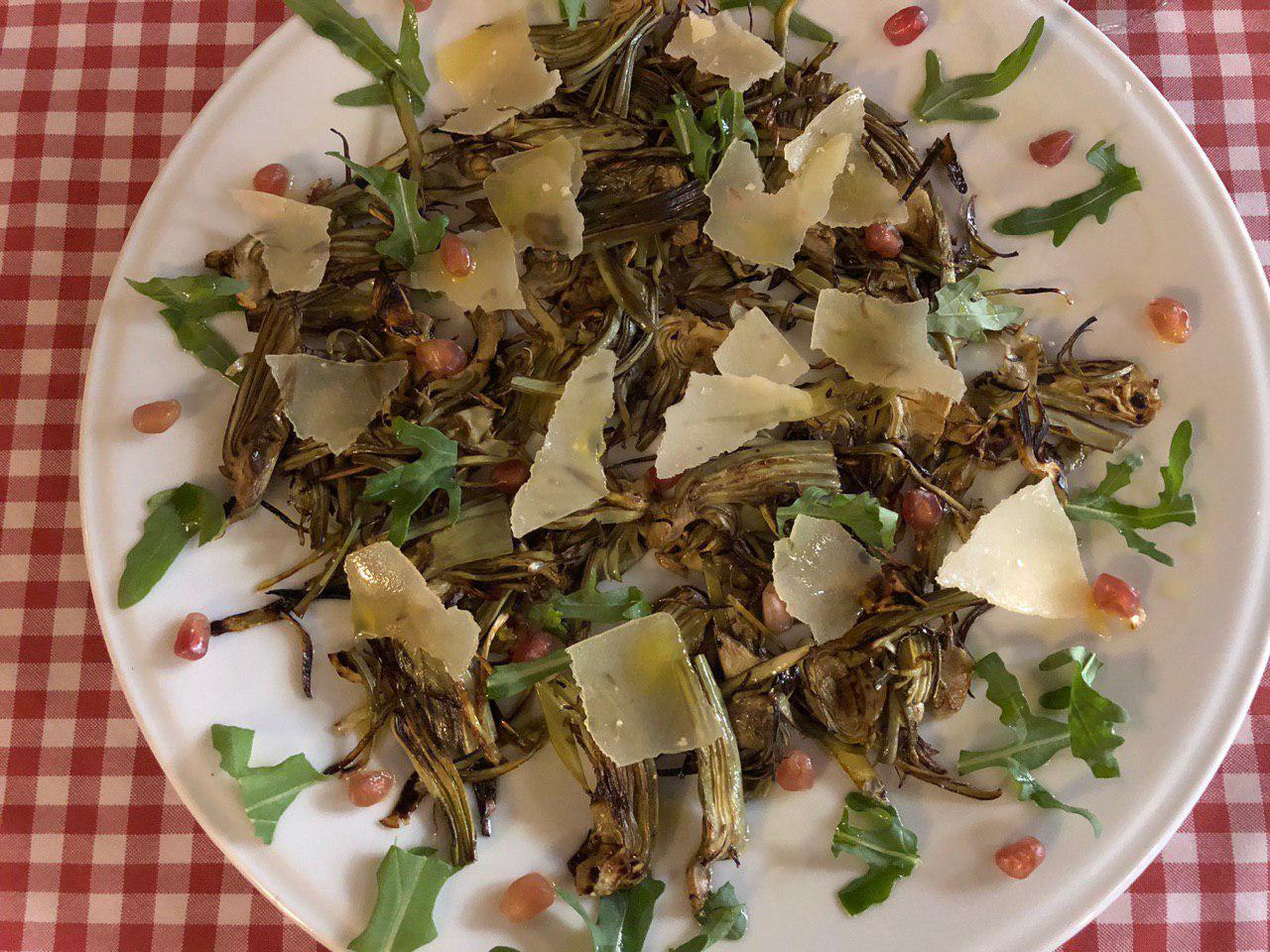 Alcachofas al a plancha acompañadas de escamas de parmesano